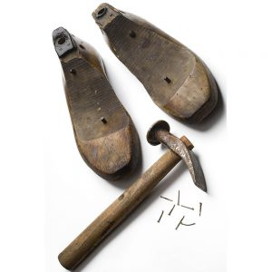 SG2033 vintage shoemakers tools hammers shoes moulds