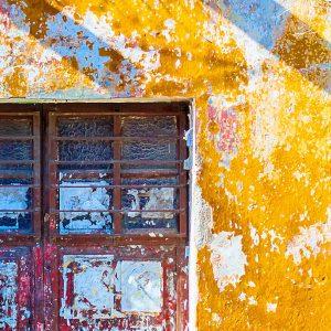TM2970 shutters yellow wall detail